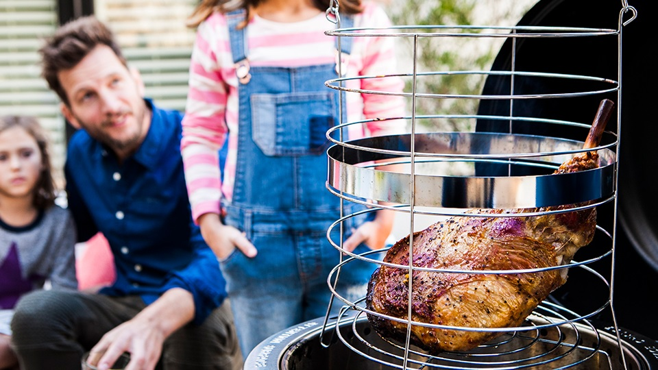 The Big Easy Smoker Roaster & grill lets you smoke, roast and grill - all in one. With TRU-Infrared there are no flare-ups and your food cooks evenly and juicy.