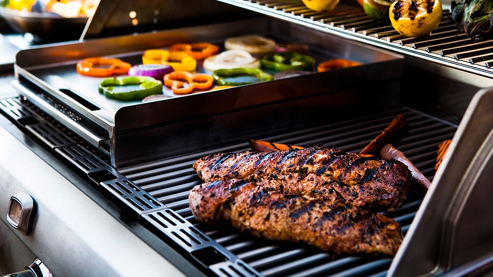 The EX Stainless Steel Griddle can be added to achieve restaurant-style cooking.