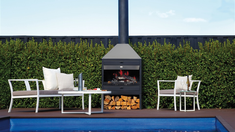 The Kent Tekapo Outdoor Fire Place is a heat source, BBQ and oven in one.